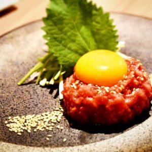 外苑前の焼肉「近江牛 焼肉 にくTATSU 青山本店」でユッケを堪能